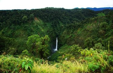 Sarapiqui_river_waterfall._Costa_Rica